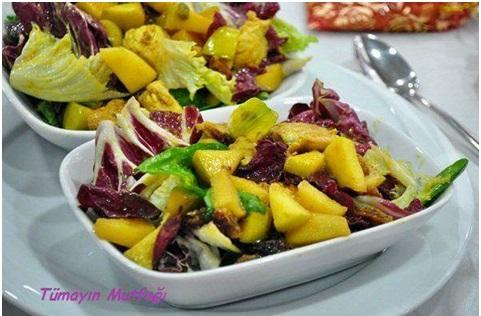 Elma ve Üzümlü Körili Tavuk Salatası