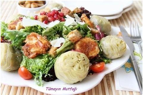Kızarmış Peynirli Enginar Kalbi Salatası