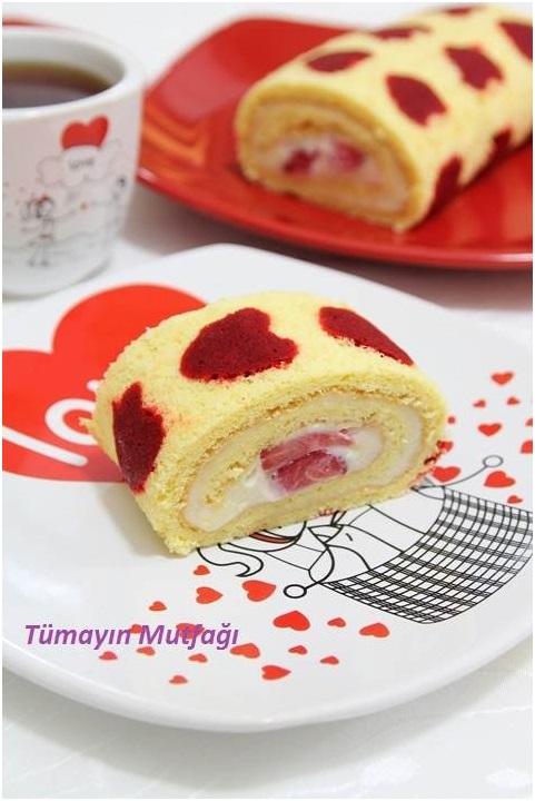 Kalp Desenli Çilekli Rulo Pasta