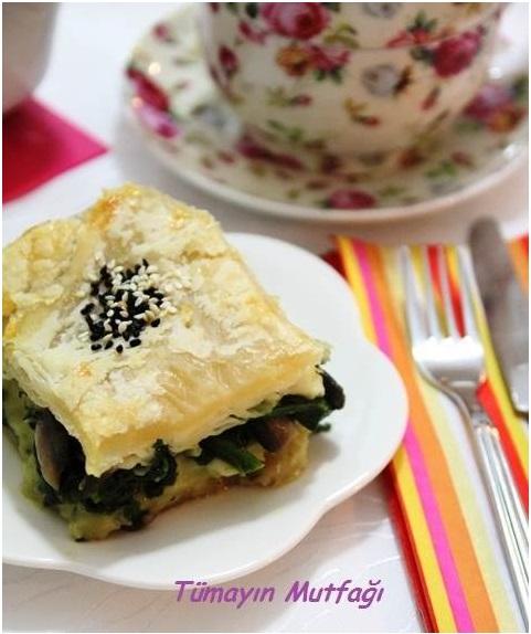 Ispanaklı Yufkalı Milföy Böreği