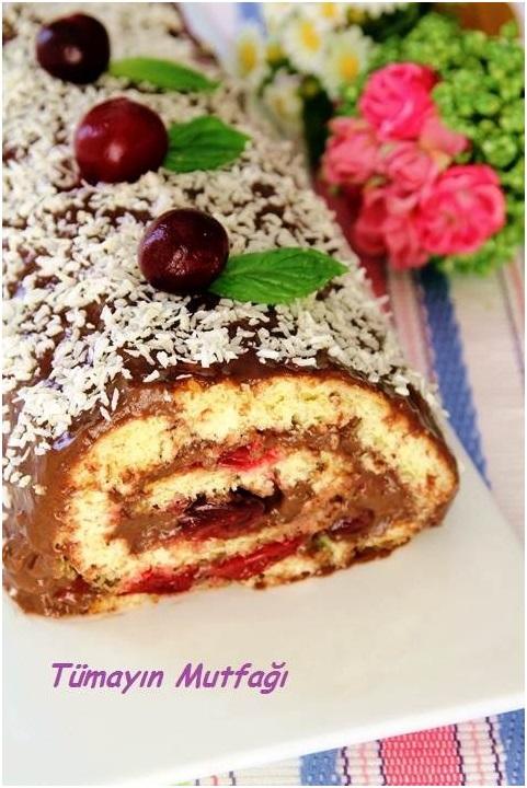 Çikolata Pudingli Vişneli Rulo Pasta