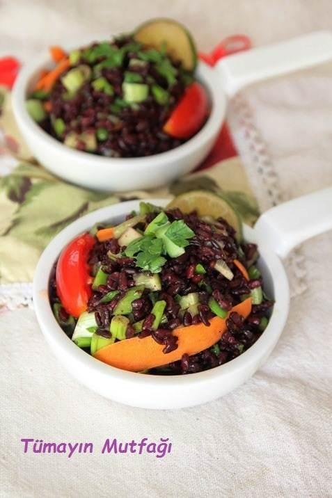 Limon Soslu Siyah Pirinç Salatası