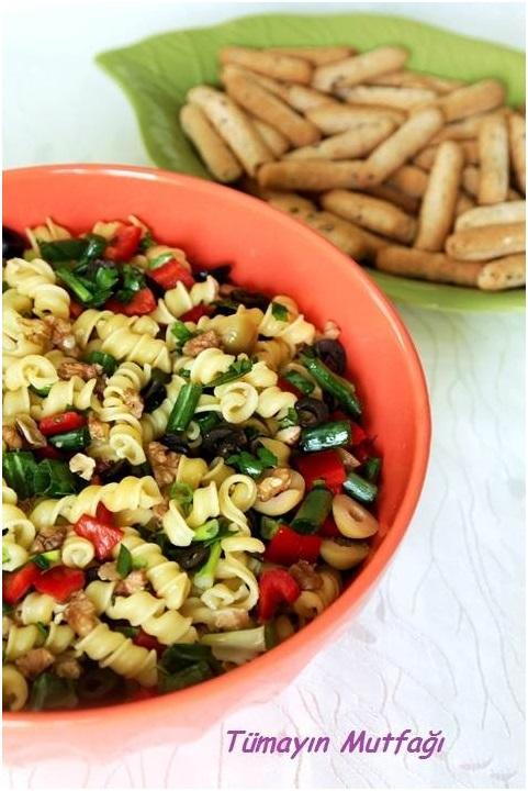 Makarnalı Zeytin Salatası