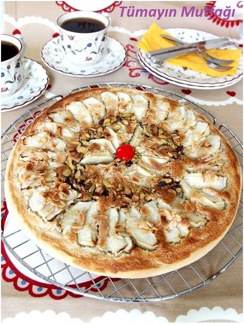 Badem Kremalı Elmalı Pizza