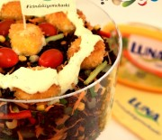 Kızarmış Peynirli Siyah Pirinç Salatası