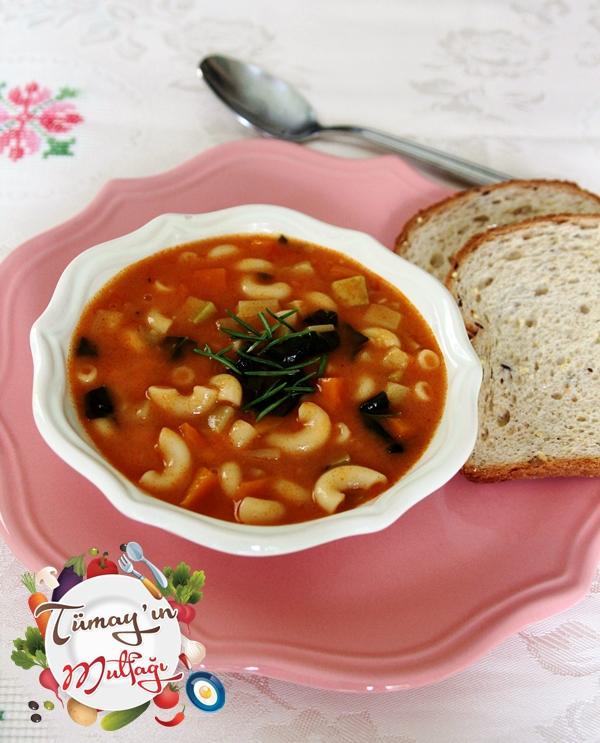 Sebzeli Biberiyeli Makarna Çorbası