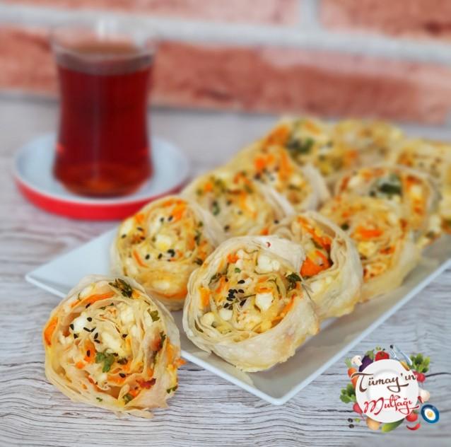 Peynirli Havuçlu Rulo Börek