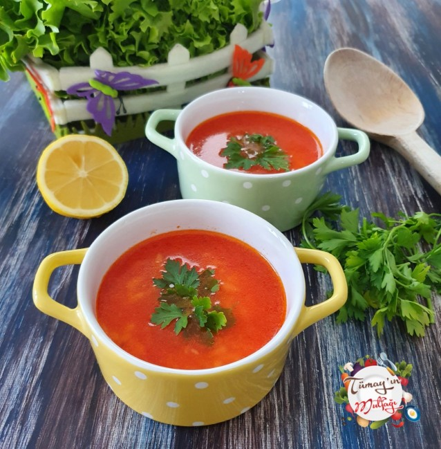 Zencefilli Şehriyeli Domates Çorbası